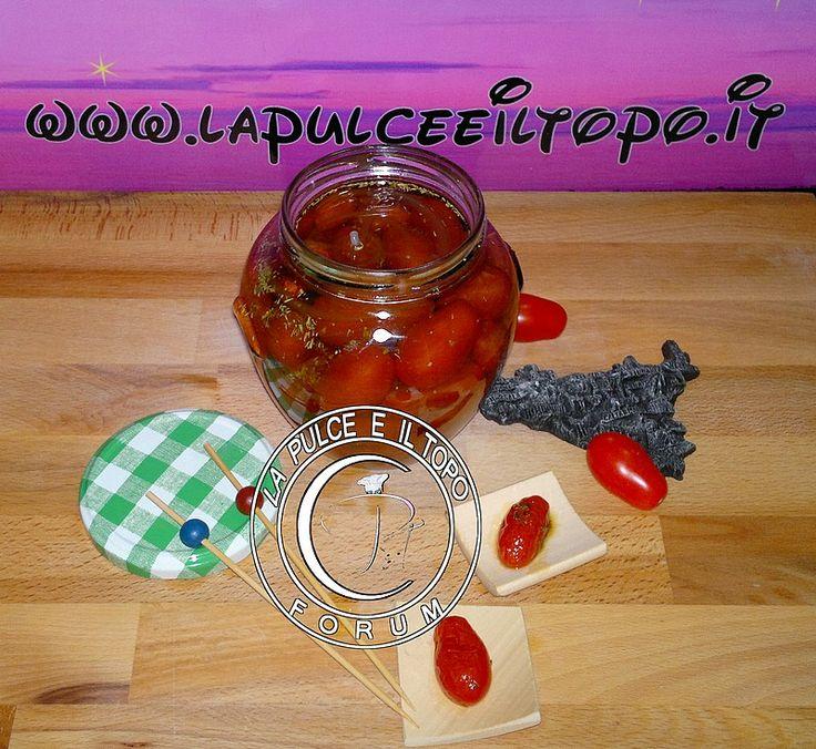 Conserva sottolio di pomodoro datterino  http://www.lapulceeiltopo.it/forum/ricette-sottovetro-conserve-salse-confetture/1747-conserva-sottolio-di-pomodoro-datterino#2424