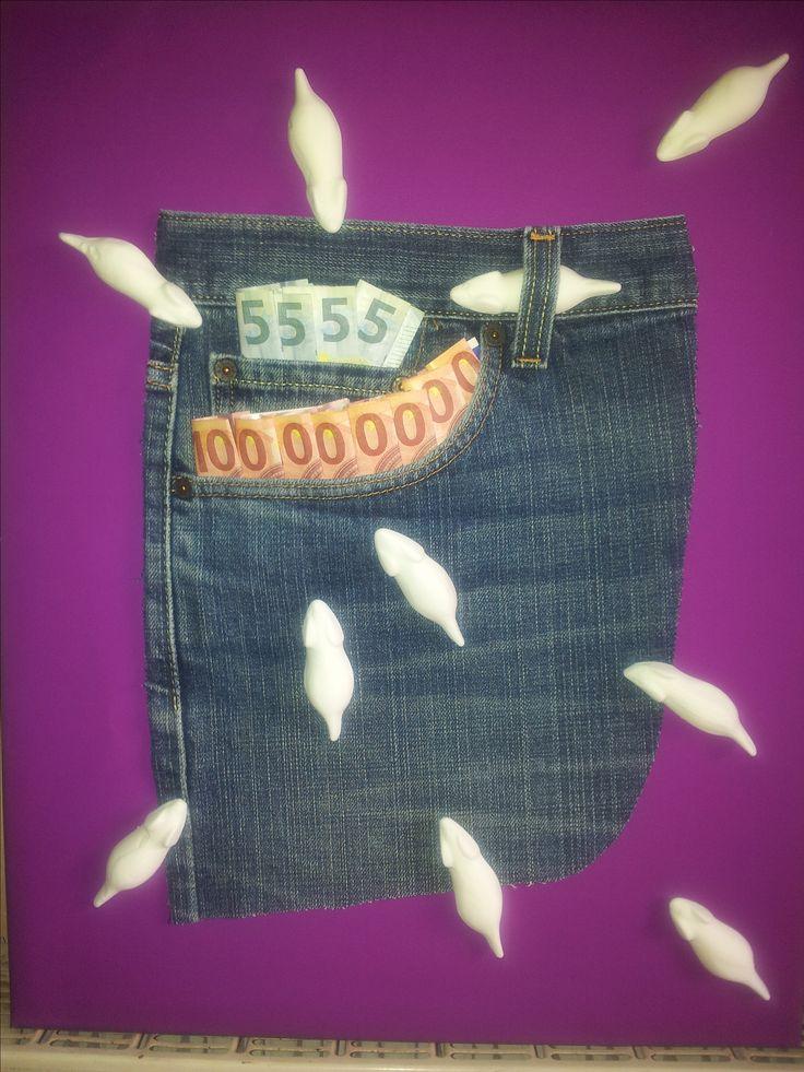 Geschenkidee für eine liebe Kollegin zum Geburtstag: ein Keilrahmen, Geschenkpapier, eine alte Jeans, Speckmäuse und natürlich Geld! Fertig!