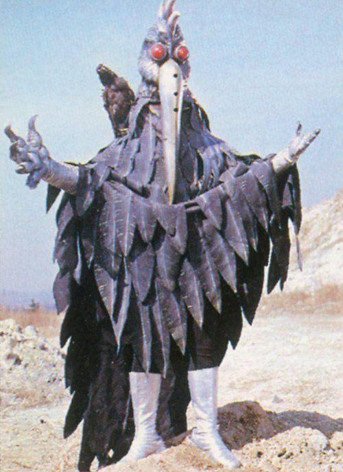 "Emperor Terror Macro transforms into ""Kaiser Crow""(1980 ""Kamen Rider Super-1"")"