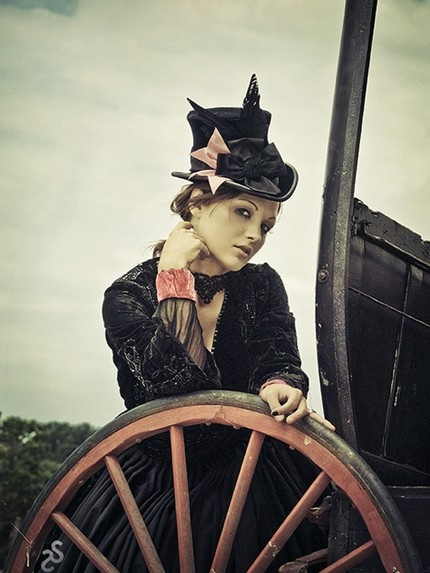 Victorian Top Hat: Wagon Wheels, Goth Style, Fashion Models, Victorian Tops, Victorian Hats, Steampunk Girl, New York Time, Ultimate Sourcebook, Tops Hats