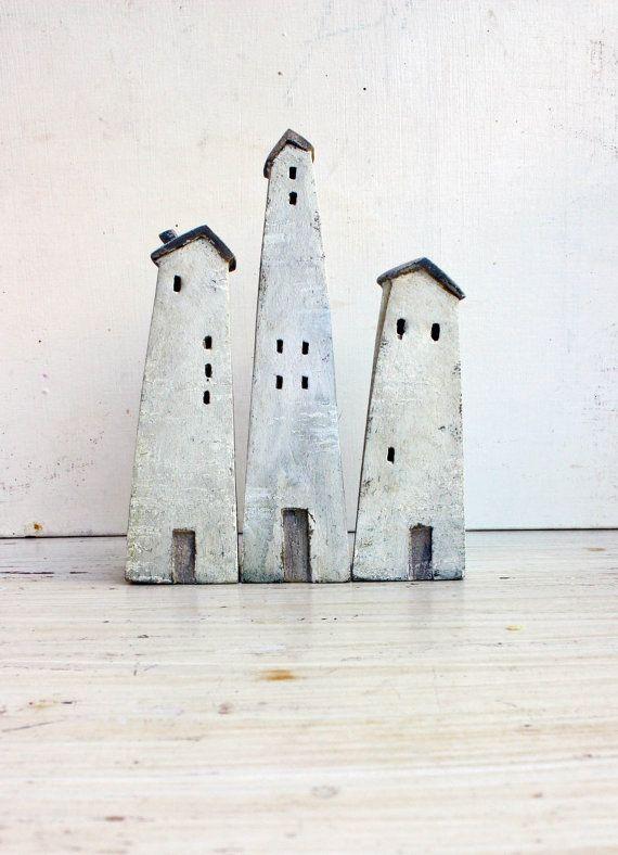 Satz von 3 Keramik Holzhäuser im hohen gefeuerten Steingut Ton, gemalt mit Acryl-Farben