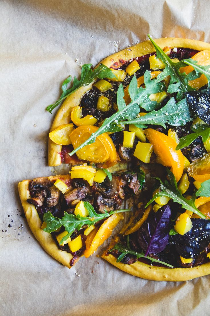 Vegan and gluten free pizza made with a delicious and crispy chickpea crust! It's healthy and versatile.