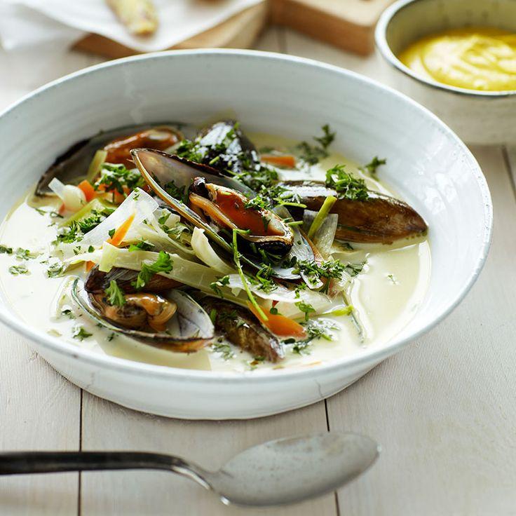 En riktigt läcker musselsoppa med krämig örtaioli som kommer imponera på dina vänner.