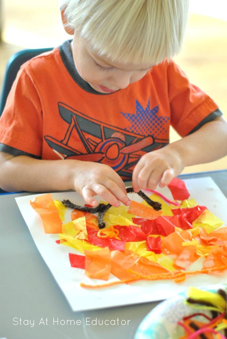 Fall is the perfect time for some vibrant process art. This fall process art is designed specifically for toddlers, encouraging your child to really explore.