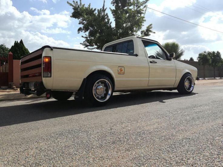 on the daily she looks like this..    mk1 vw caddy pickup