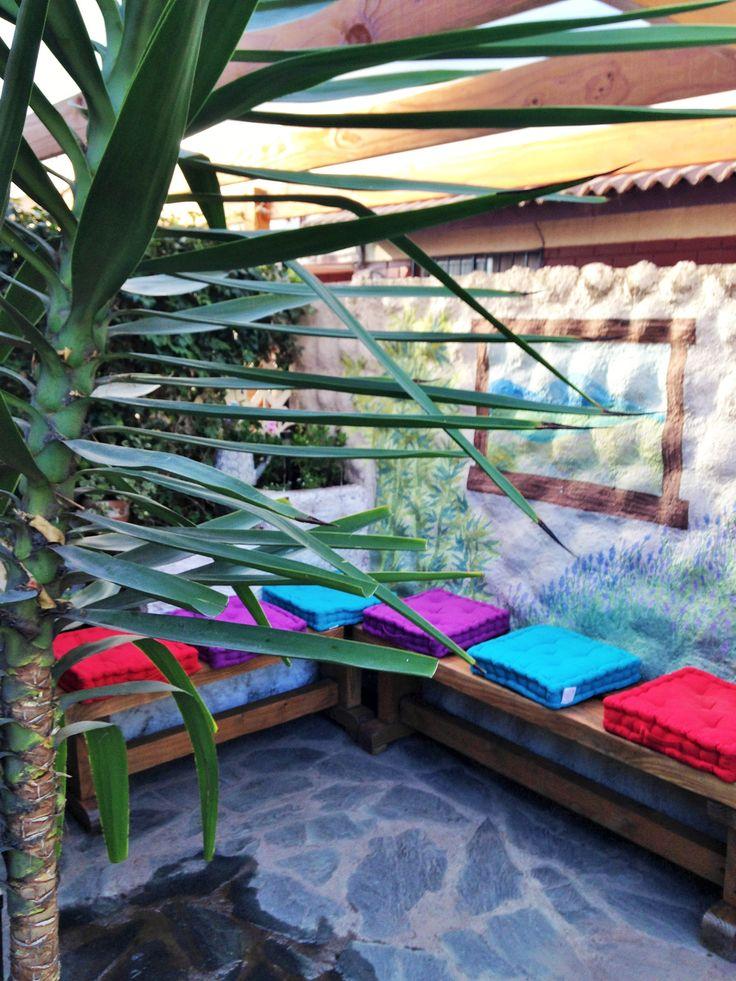 Jardín particular en La Florida.  A la terraza se entregó color , color y mas color.