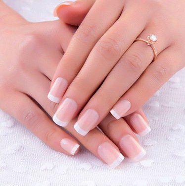 wunderschöne French Nägel - mehr Nägel auf der Website