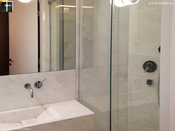 wnętrze łazienki wykończone jasnym marmurem #marble #bathroom