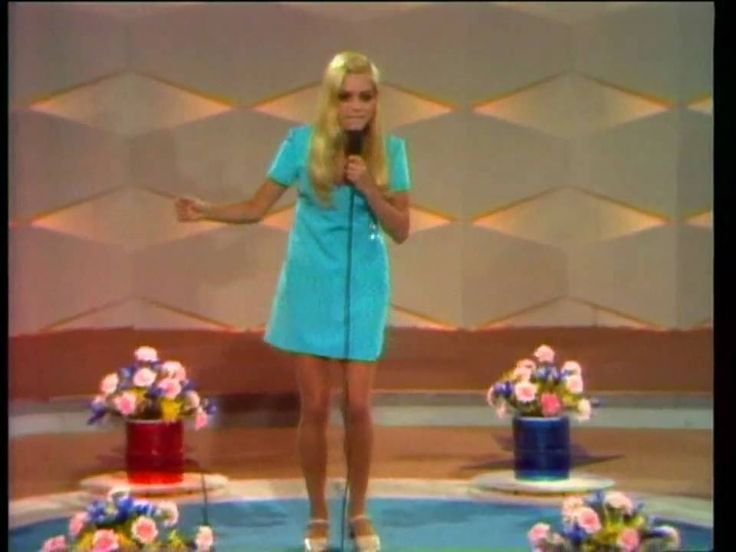 France Gall - Computer Nr3 (Live 1968). France Gall's performance in Finale of German Song Contest 1968 in Berlin