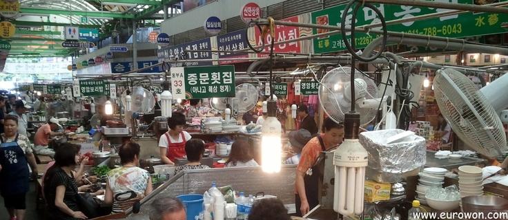 Mercado Gwangjang de Seúl.