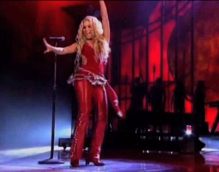 15 Incredibly Sexy GIFs of Shakira Belly Dancing