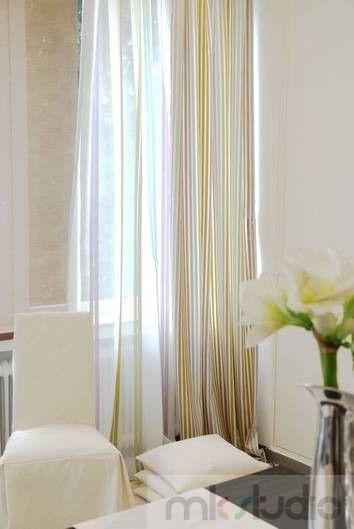 #cream #ecru #white #okno #okna #window zasłony #curtains #firany #firanki #wnętrze #salon #dekoracje #dekoracjewnętrz #interior #wnetrza #livingroom #aranżacja #architekt #mkstudio #tkaniny #tkaninyobiciowe >> http://www.mkstudio.waw.pl/inspiracje/