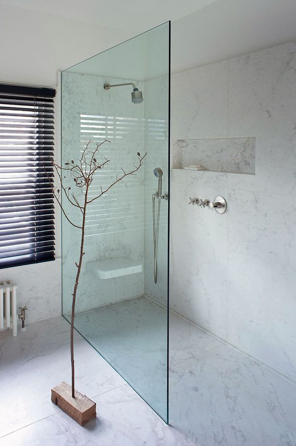 minimalist shower, glass wall, curb-less entry