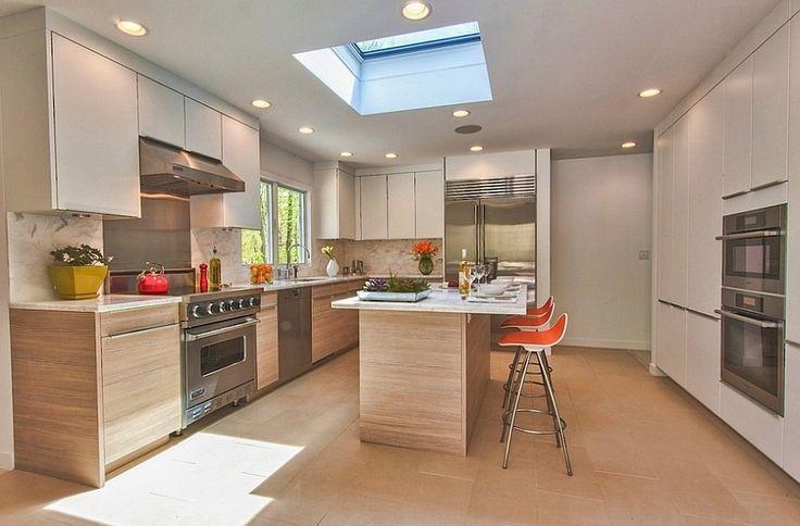 Простой и стильный способ добавить мансардное окно на кухне. .