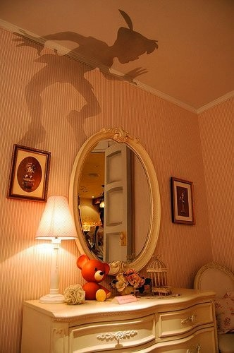 Wall-Tattoo Peter Pan This would be awesome but creepy at the same time. Lol