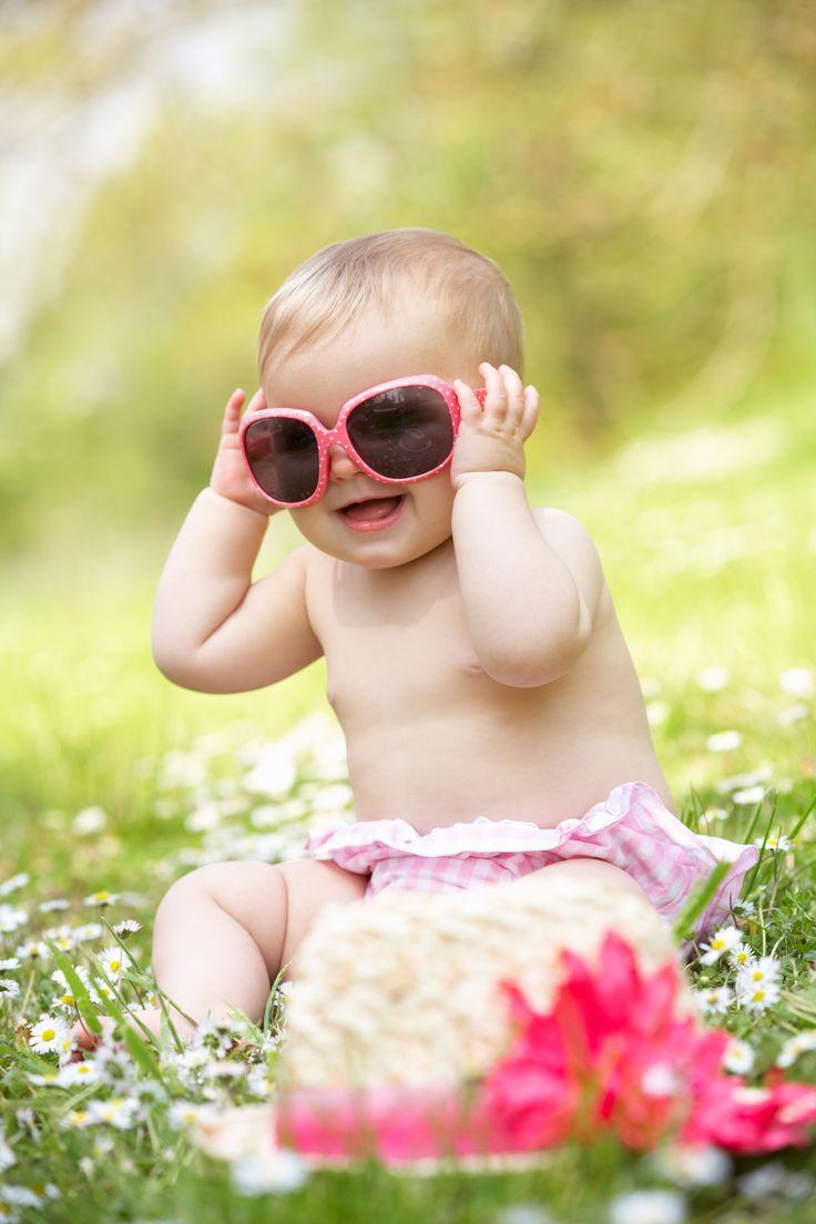 Kinderaugen sind sehr viel empfindlicher als die von Erwachsenen, denn die kindliche Augenlinse ist durchlässiger für die gefährliche UV-Strahlung.