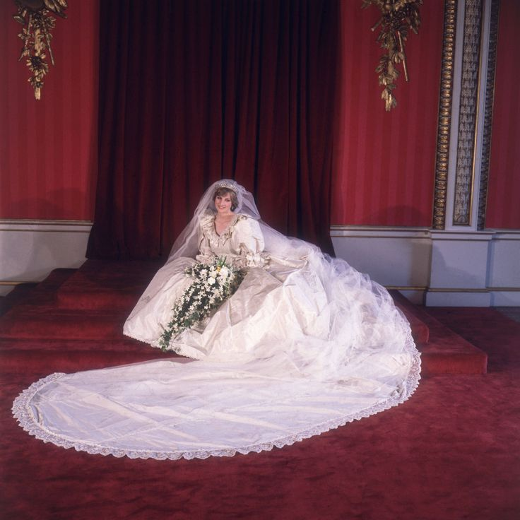 Diana in Her Wedding Gown | Princess Diana formal portrait in her wedding dress, July 29, 1981.