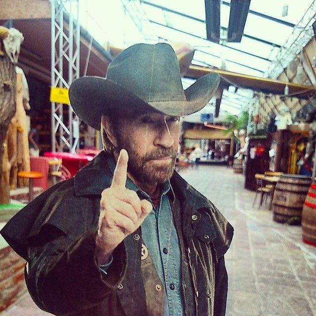 Chuck Norris a Roncsbárban.