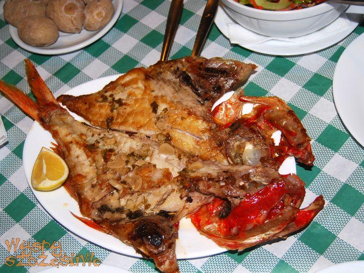 Ryba alfonsino a la espalda, smażona z czosnkiem marynowanym w winie. Restauracja spółki rybackiej w San Andres (plaża Teresitas)