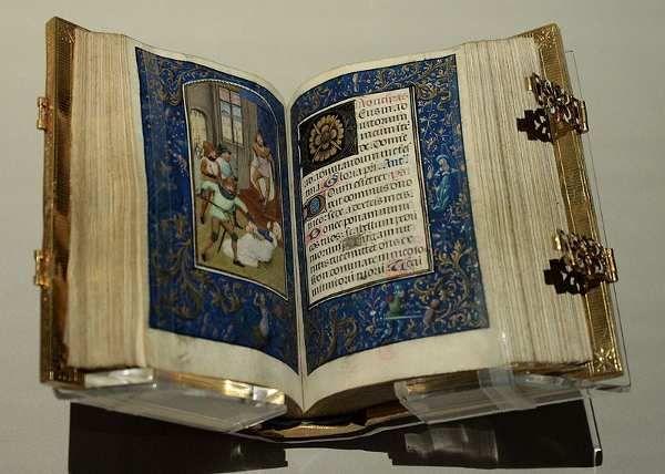 Los Libros de Horas. n libro de horas (también denominado horarium; livre d'heures [livr 'dœr]) es uno de los más comunes manuscritos iluminados de la Edad Media. Estos libros no son otra cosa que un devocionario compuesto por salmos y otros rezos de la liturgia diaria, calendarios y textos referidos a la vida de santos y de la Virgen María. Muy frecuentes en los siglos XIV y XV por encargo de nobles y reyes (son por lo tanto, obras únicas).