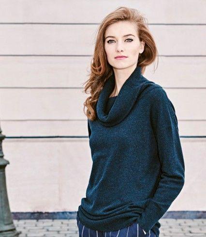 Véritable écrin de cachemire avec son grand col modulable, ce pull 100% cachemire promet douceur et allure décontractée pour affronter le froid. A mixer avec un jean ou un pantalon ajusté.
