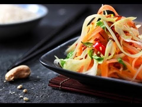 How to make the best (and easy) Vietnamese Papaya Salad Recipe