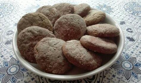 Pörden Keittiössä: Gluteenittomat Hapanleipäset Farinan Tummasta Jauhoseoksesta