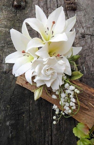White sugarpaste flowers