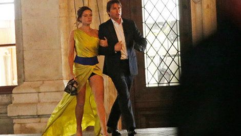 Mission Impossible Rogue Nation Rebecca Ferguson | Tom Cruise mit Filmpartnerin Rebecca Ferguson am Filmset vor der ...