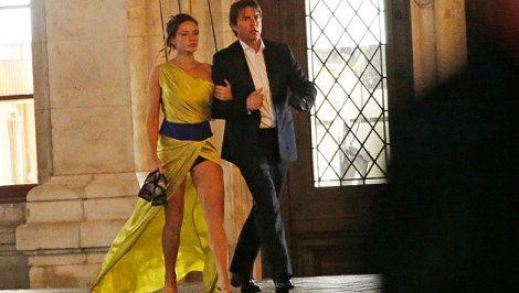 Mission Impossible Rogue Nation Rebecca Ferguson   Tom Cruise mit Filmpartnerin Rebecca Ferguson am Filmset vor der ...