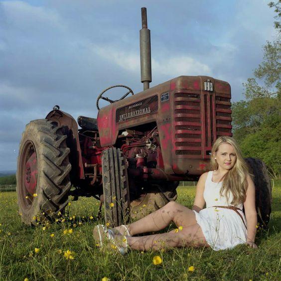 Redhead shemale sexy women tractors portman nude photo