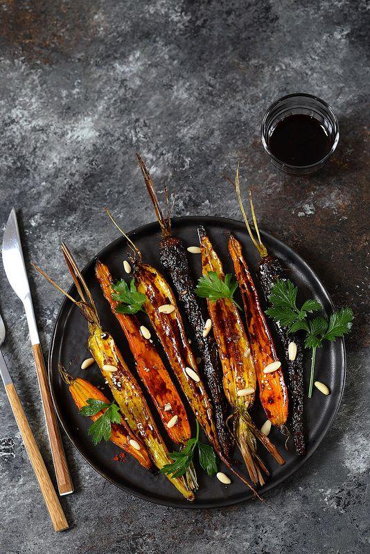 Recette des carottes rôties avec un peu de mélasse de grenade (facile à faire maison). Délicieuses et séduisantes.