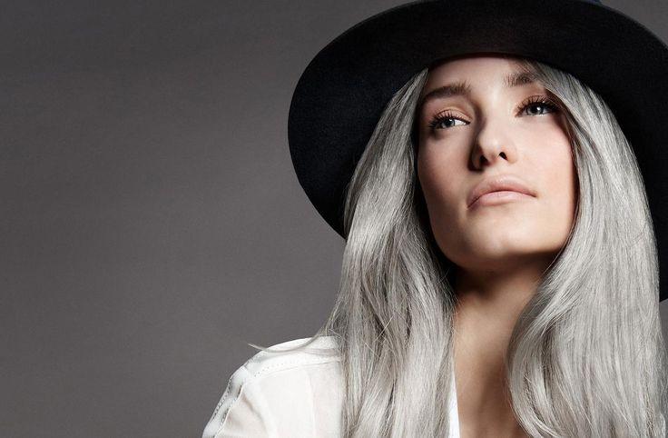 Le gris est le nouveau blond. Ardoise, acier, cendrés : aujourd'hui, les cheveux argentés se portent la tête haute. Un naturel sublimé, chic et sexy, qui séduit toutes les générations.