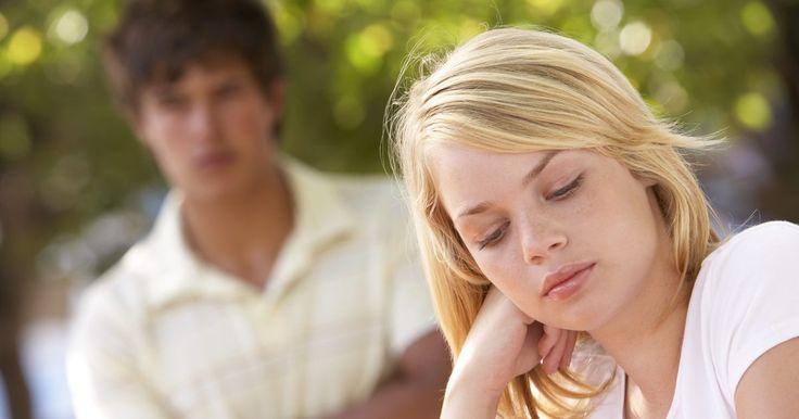 Dicas para adolescentes de como falar com garotas. Num momento em que a sua auto-confiança pode ser abalada e a experiência com o sexo oposto praticamente inexistente, saber como falar com as garotas é uma enorme vantagem. Como adolescente, você quer parecer tranquilo e calmo, traços que elas gostam e admiram. Se você seguir algumas dicas simples sobre falar com as garotas, suas chances de sucesso ...