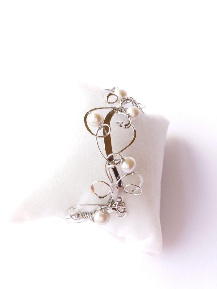 """Náramek+MR27P+""""Dechberoucí""""+exkluzivní+perly+Autorský+šperk.+Originál,+který+existuje+pouze+vjednom+jediném+exempláři.Vyniká+kouzelným+prostorovým+tvarem,+čistým+zpracováním+detailů,+jemně+laděnou+barevností+a+elegantním+výrazem.Nevšední+řešení+s+perlami+poutá+pozornost,+ale+není+okázalé,+díky+čemuž+se+tento+šperk+hodí+ke+každé+i+každodenní..."""