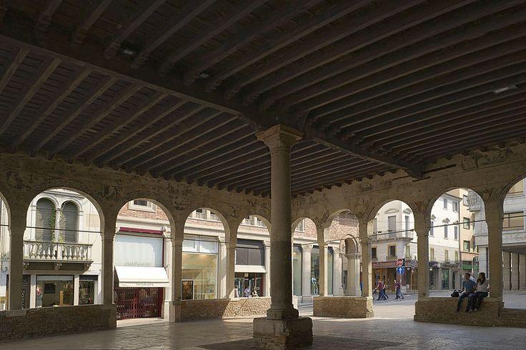 Treviso: loggia dei cavalieri, vista interna
