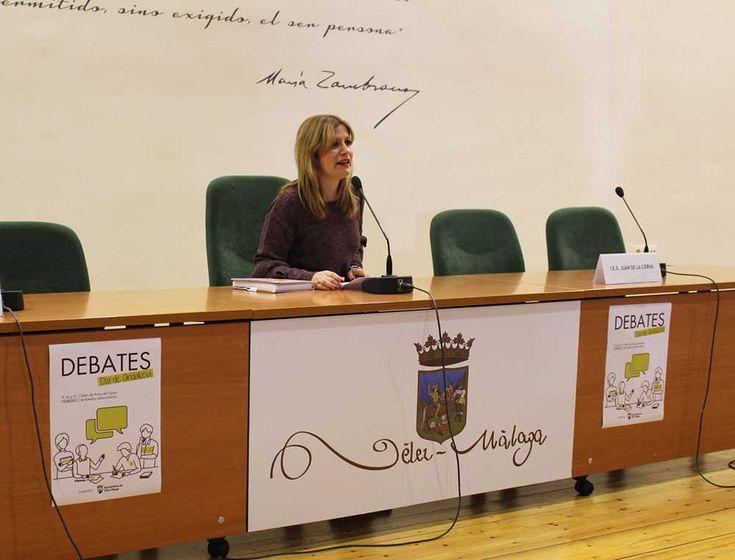 En la mañana del viernes 9 de febrero se celebró, en el Centro del Exilio, la primera fase de los debates juveniles como parte de las actividades que se desarrollarán en Vélez-Málaga por el Día de Andalucía.  En la primera ronda han participado los ocho centros de secundaria del municipio, con dos representantes de cuarto de la E.S.O. por cada instituto.