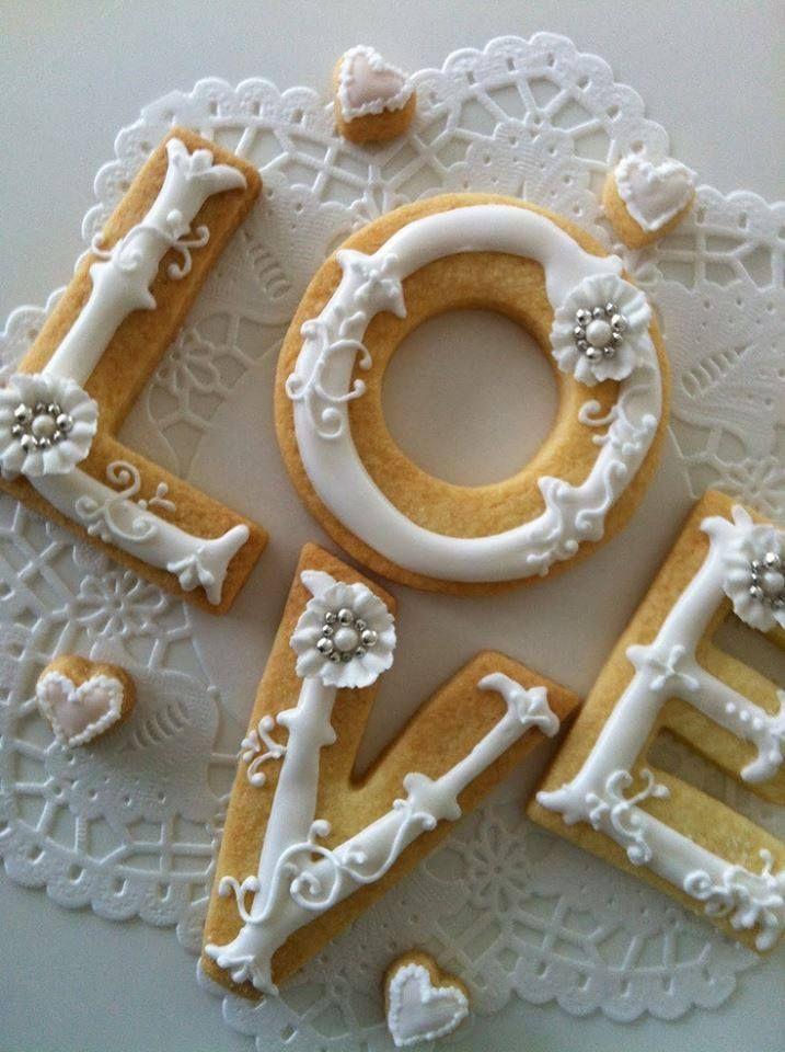 Royal Icing Valentine cookie decorating idea (no recipe)