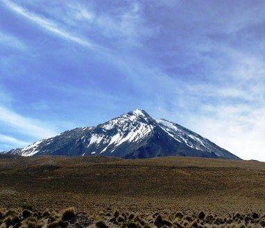 Volcán Tacora, ubicado en la Cordillera de Los Andes al norte de Chile, próximo a la frontera de Perú. 4.200 m
