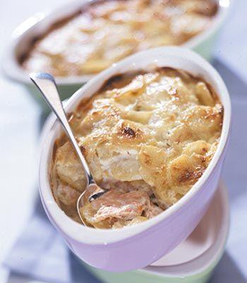 Gratin de batata com salmão. Veja a receita em: http://www.batatasdefranca.com/receitas/pratos.html#!prettyPhoto[gratin_salmao]/0/ #Batata #Receita #Comida #Batatas #Cozinhar #batatascomsabor #pratos #gratin #salmao