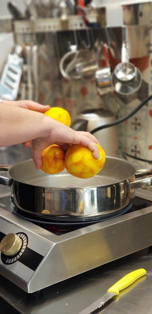 Γλυκό πορτοκάλι από την Αργυρώ Μπαρμπαρίγου | Αυτό το γλυκό κουταλιού δεν λείπει ποτέ από κανένα παριανό σπίτι. Άρωμα και γεύση που δεν την ξεχνάς!