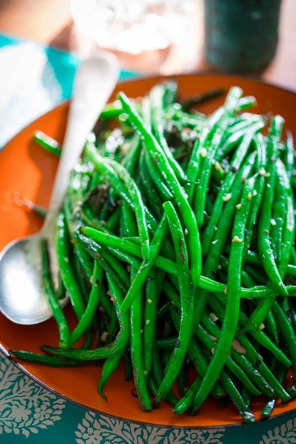 Simple Skillet Green Beans- 15 minutes, Just garlic, olive oil an red pepper flake! Paleo, vegan and naturally gluten-free. On Healthy Seasonal Recipes.