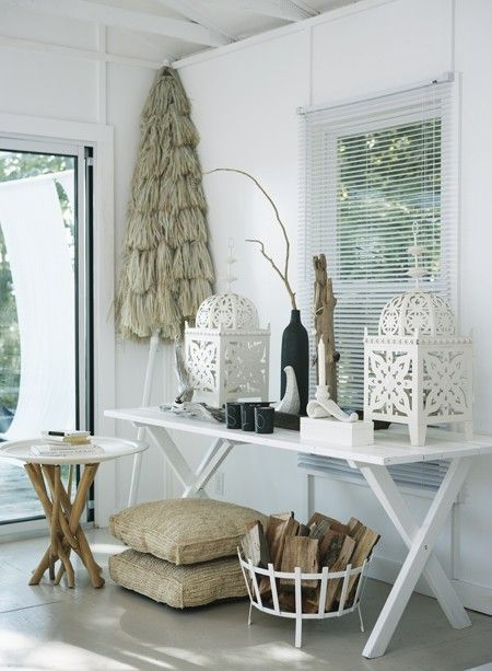 Table, lanterns.: Side Tables, Houses Style, Cottages Decor, Beaches Houses, Moroccan Lanterns, Houses Tours, Style File, Summer Houses, Beaches Cottages