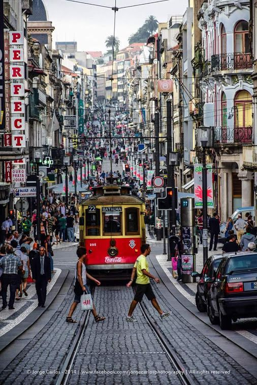 A hectic day on Stª Catarina Street in Oporto, Portugal