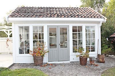 VIBEKE DESIGN autumnal exterior Scandi style ~ lovingly repinned by www.skipperwoodhome.co.uk
