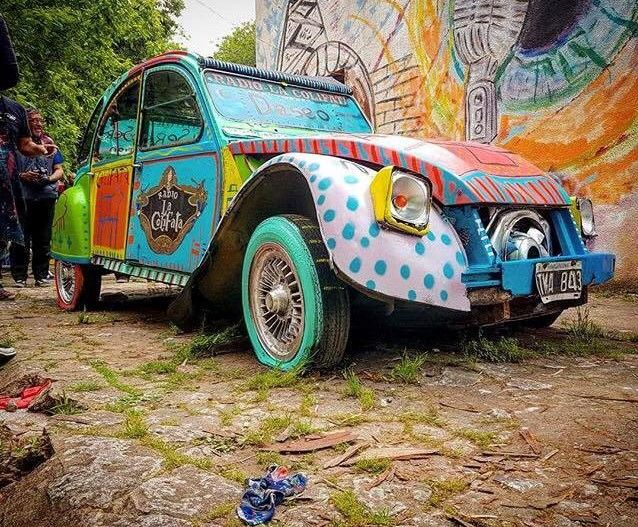 #2CV is a classic car, but it doesn't mean you have to respect the rules, just express yourself and impose your style!  Thank's to  @nsalvarrey
