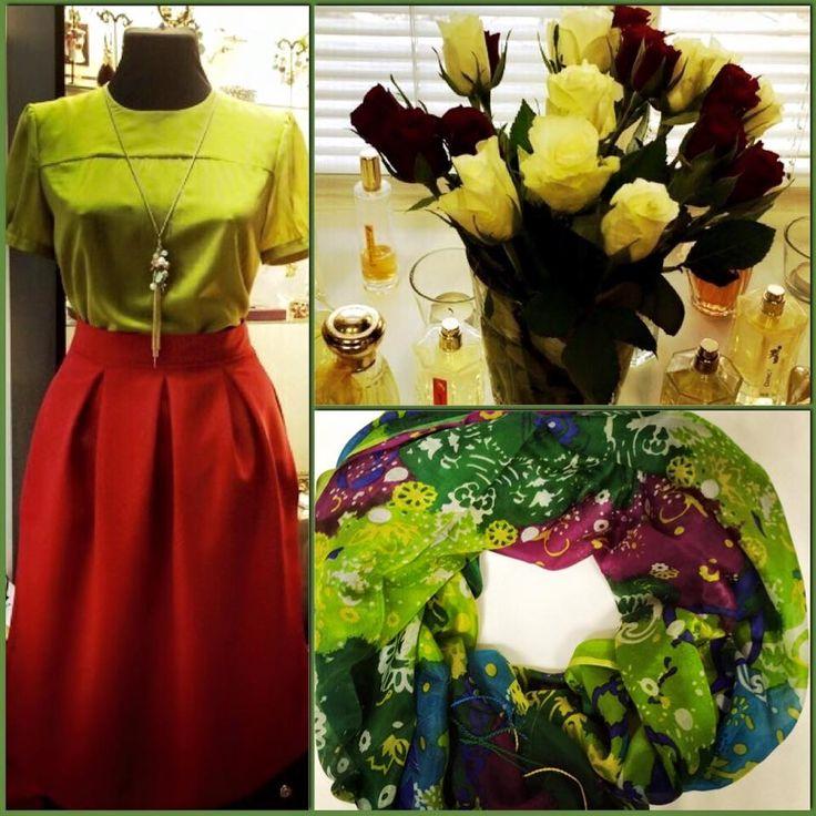 Настроение в нашем шоу-руме! Весна-весна! Цветы-цветы! На фото: Блузка цвет вассаби 100% шелк (6000) размер 42, юбка Мишель (5500) размеры 40-50, платок 100% шелк (2500) и еще много всего красивого! Заказать 8916302 0 222 Ждем Вас! #fedorastudio #красивые_вещи #весна