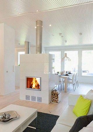 2-puolinen takka (satiinikromiluukut, mattavalkoinen kaakeli) / 2-sided fireplace