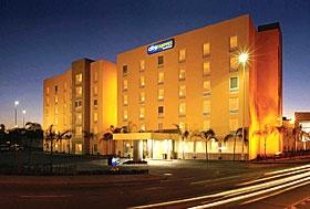 Hotel City Express, León, Guanajuato - Anexo a Plaza Venecia, cerca del Poliforum.