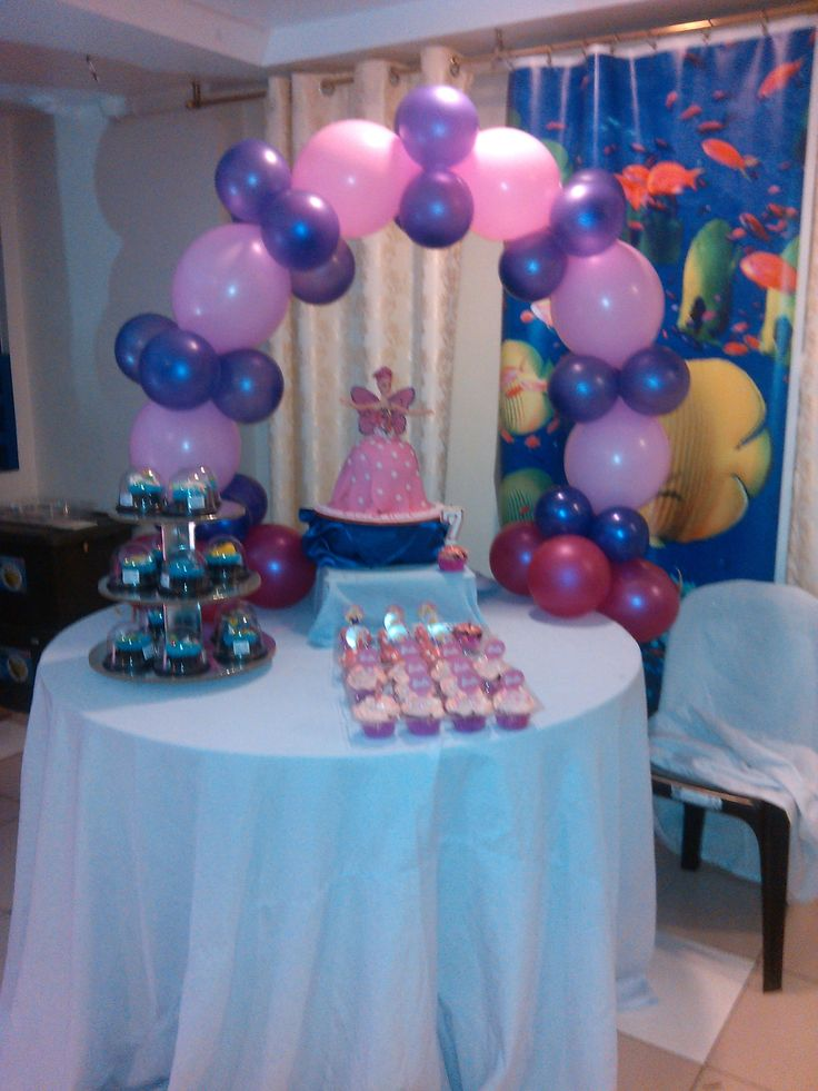 looks who's on the front center of the table? ^_^ thats my cupcake! hehehe....